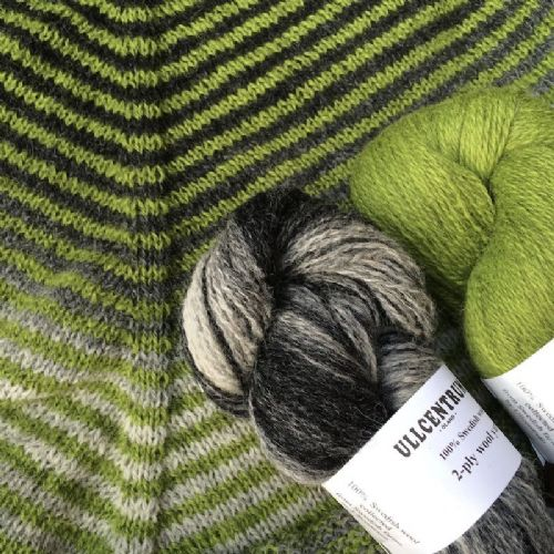 "Shawl kit ""Linus on the Line"" - Black/White/Grey and Solid Grassy Green"
